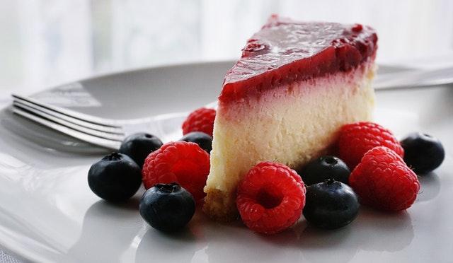 チーズケーキに合うソースや飲み物