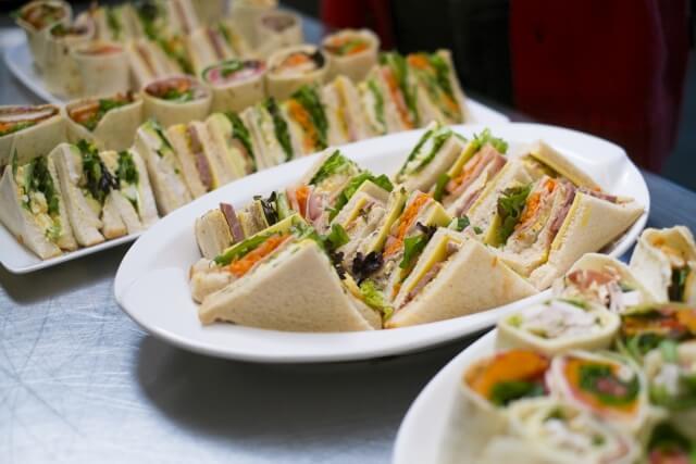 サンドイッチに合うおかずや飲み物