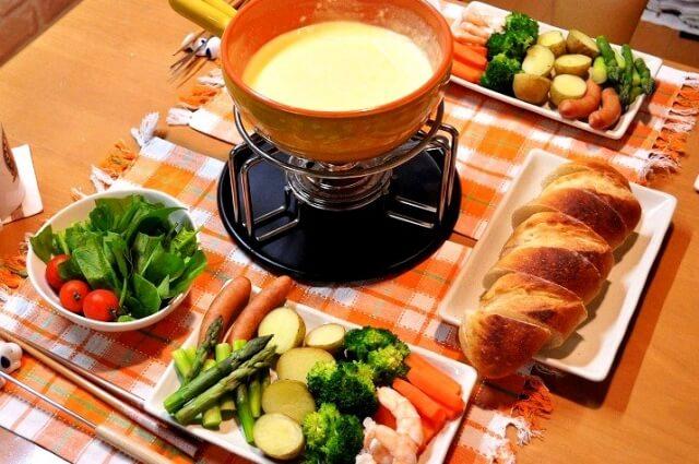 チーズフォンデュの付け合わせに合うおかずやスープは?もう一品ほしいときの献立例!