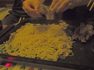 【ZIPおうちバーベキュー】すき焼き風焼きそばのレシピと作り方!
